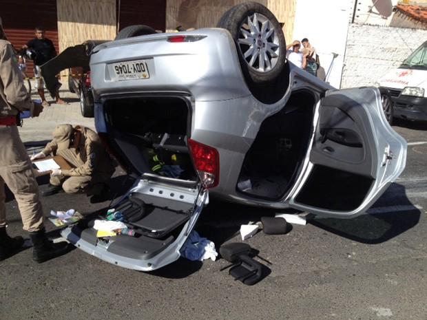 Carro capota e homem fica preso nas ferragens em acidente na Zona Norte de  Teresina ( b1a5ea16967bd