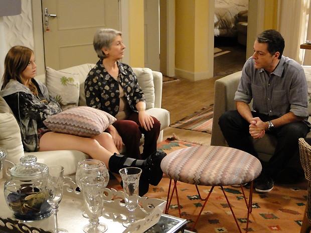Lorenzo avisa que Raquel comprou a parte dele no imóvel e ele terá que sair (Foto: Malhação / TV Globo)