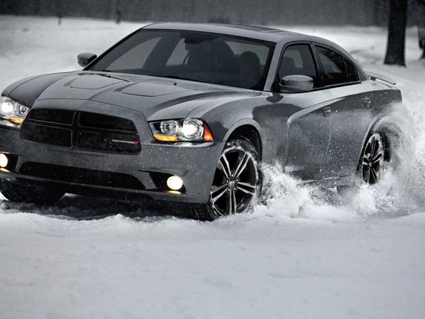 Dodge Charger AWD Sport tem como identidade visual a grade preta (Foto: Divulgação)