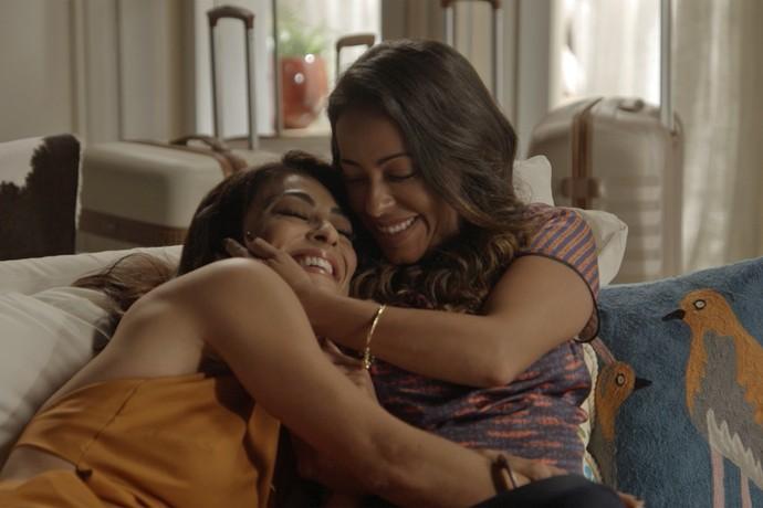 Carolina agora mora com a irmã, Dorinha (Foto: TV Globo)