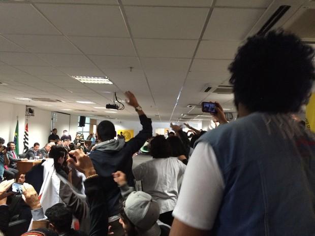 Estudantes protestam na Assembleia Legislativa, em São Paulo (Foto: Paula Paiva Paulo/G1)