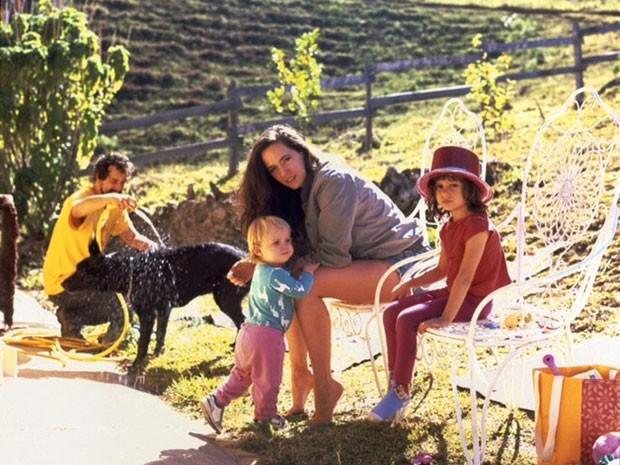 Tiê posa com a família (Foto: Divulgação)