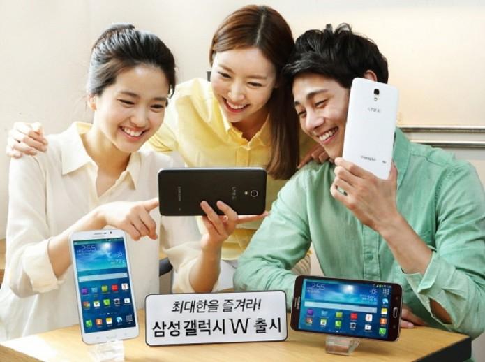 Apesar do tamanho, aparelho pesa menos que 250g (Foto: Divulgação/Samsung)