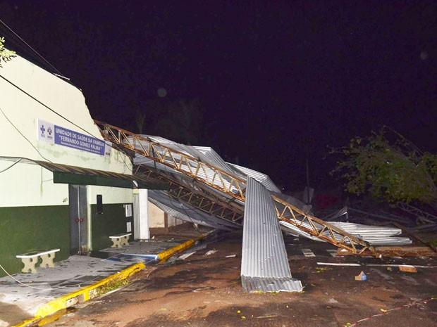 Segundo o Corpo de Bombeiros, apesar da destruição, não houve feridos (Foto: Valdemir Anselmo/Cedida)