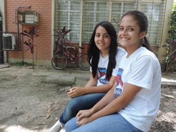 Isabelle e Letícia foram pegas de surpresa no início do semestre (Foto: Vitor Tavares / G1)