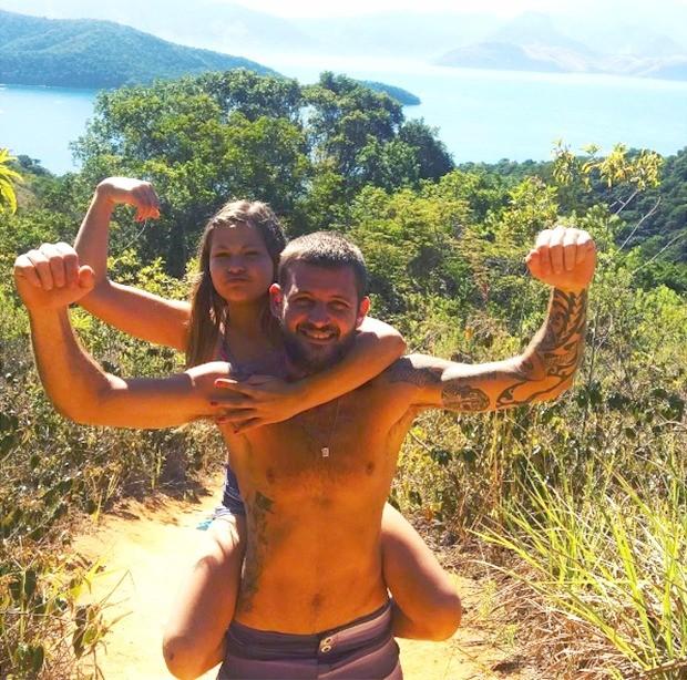 Nikki Meneghel e o irmão Pedro Meneghel (Foto: Reprodução/Instagram)