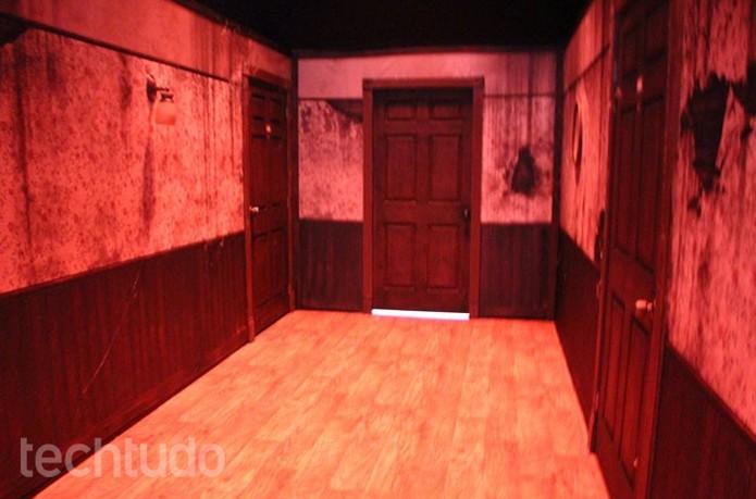 Os corredores do estande da Capcom também faziam parte da experiência do PlayStation VR (Foto: Tais Carvalho/TechTudo)