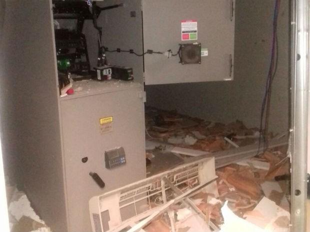 Caixa eletrônico estava vazio, segundo a polícia  (Foto: Divulgação / Polícia Militar )