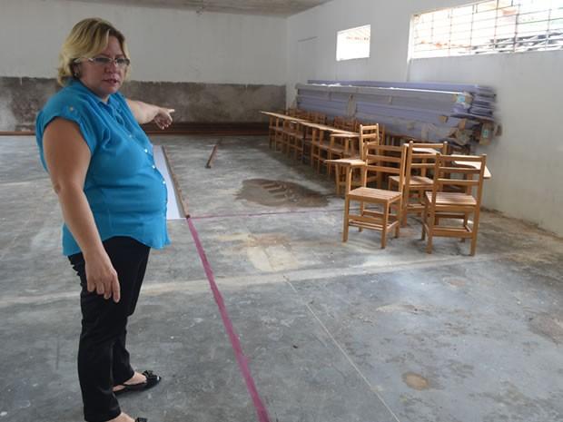 Diretora mostra espaço onde funcionará Escola Penitenciária Educação que Liberta. (Foto: Luana Leão/G1)