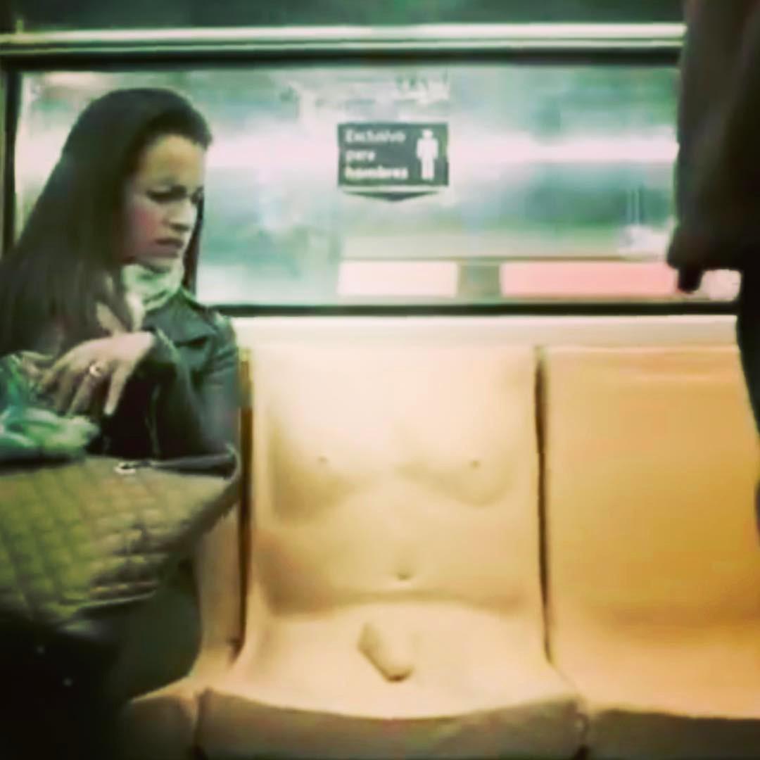 Campanha contra assédio coloca pênis em assento do metrô (Foto: Reprodução/Youtube)