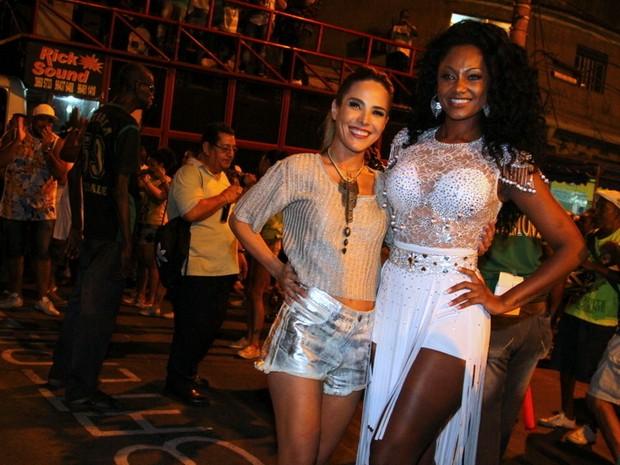 Wanessa e Camila Silva em ensaio de rua da Mocidade na Zona Norte do Rio (Foto: Anderson Borde/ Ag. News)