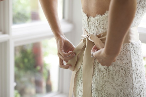 Lethicia sugere que a noiva comece a procurar seu vestido assim que marcar o casamento (Foto: Thinkstock)
