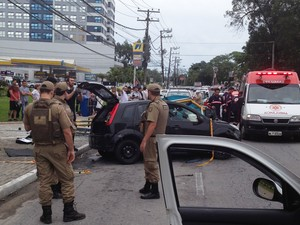 Nesta segunda, suspeitos atropelaram 3 pessoas em um ponto de ônibus (Foto: Rildo Medeiros/RBS TV)