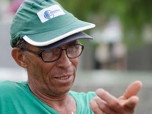 O pedreiro José Marcondes afirma que o túmulo de Joaquim é o mais visitado da cidade (Foto: Érico Andrade/G1)