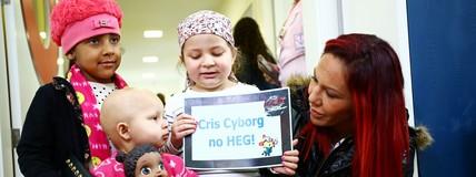 Cris Cyborg faz visita solidária a hospital (Heuler Andrey/Divulgação UFC)