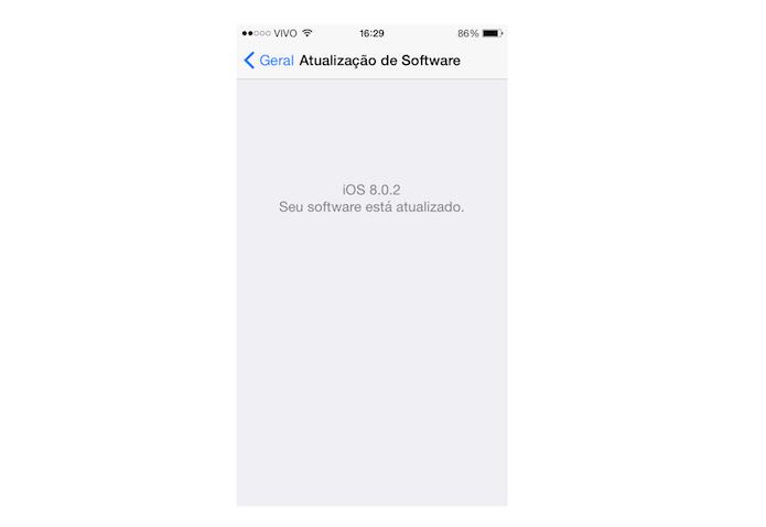 Verificando se atualizações do iOS disponíveis e que possam solucionar problemas de conexão do WhatsApp (Foto: Reprodução/Marvin Costa)