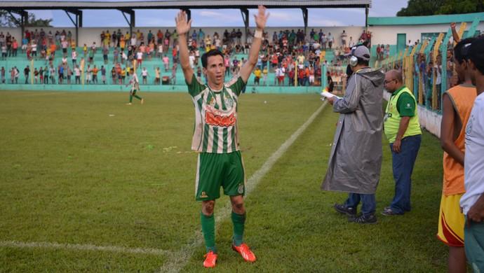 Tety é autor do gol mais bonito das semifinais do Tocantinense (Foto: Dirceu Leno/TocNotícias)