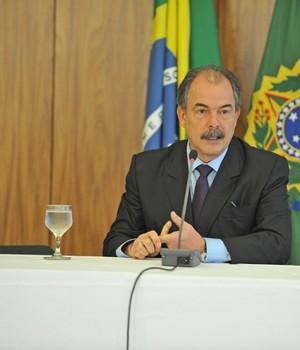 O ministro da Casa Civil, Aloizio Mercadante, fala à imprensa nesta segunda-feira (Foto: Eduardo Aiache/ Casa Civil PR)