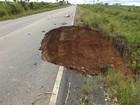 Internauta registra cratera que destruiu parte de rodovia do Pará