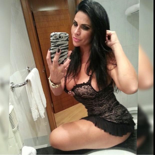 Solange Gomes posa sensual (Foto: Instagram/ Reprodução)