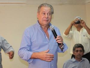 Ex-ministro participou de encontro com 200 militantes e lideranças locais (Foto: Yara Pinho)