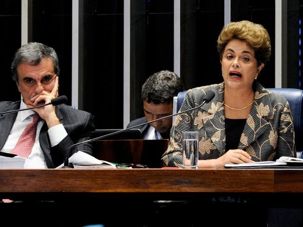 A presidente afastada, Dilma Rousseff, responde a perguntas de senadores nesta segunda-feira (29) (Foto: Edilson Rodrigues/Agência Senado)