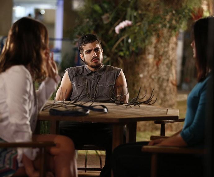 ... E escuta o que Mari e Olga têm a dizer (Foto: Raphael Dias/Gshow)