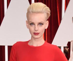 Sandália bizarra rouba a cena no tapete vermelho do Oscar