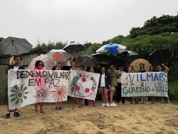 Moradores fizeram manifestação na Praia de Cima, em Palhoça, pedindo permanência de Vilmar (Foto: Thiago Bittencourt de Medeiros/Divulgação)