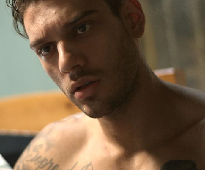 Uood fica boladão com quase revelação do irmão (Foto: Malhação / TV Globo)