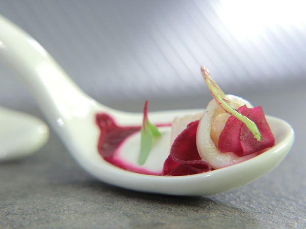 Lulas, beterrabas e espuma de queijo de cabra: receita de Arika Messa no 'The Taste' (Foto: Divulgao GNT/Adalberto de Melo Pygmeu)