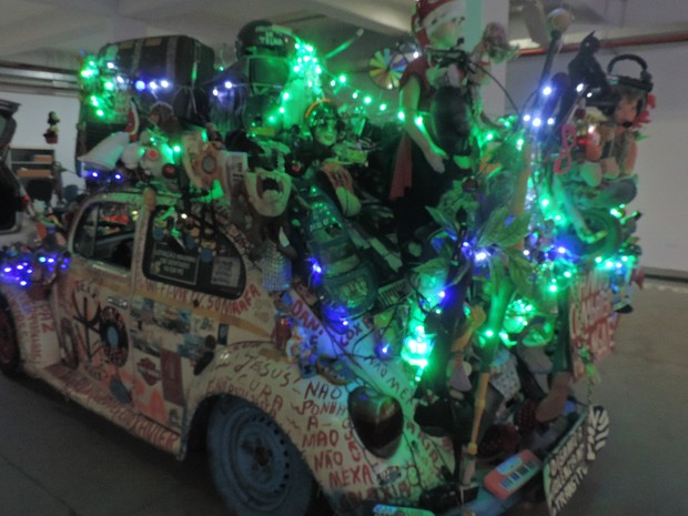 Luzes e ajudam a colorir o carro (Foto: Carlos Dias/G1)