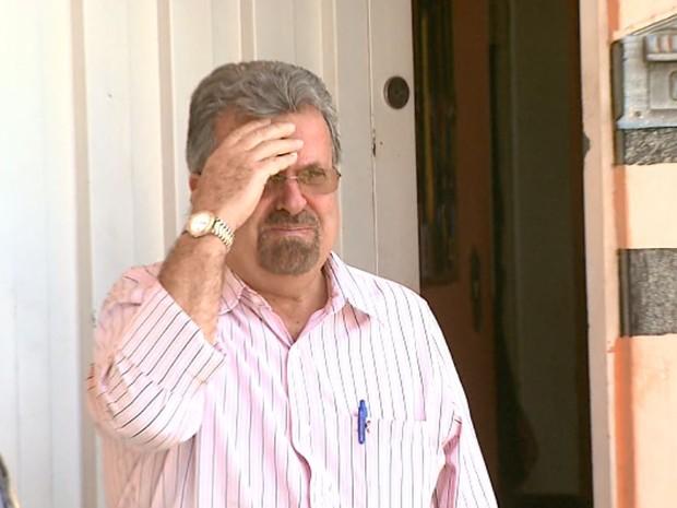 Ex-prefeito Gilberto Maggioni ao sair de academia em que filho foi achado morto (Foto: Reprodução/EPTV)
