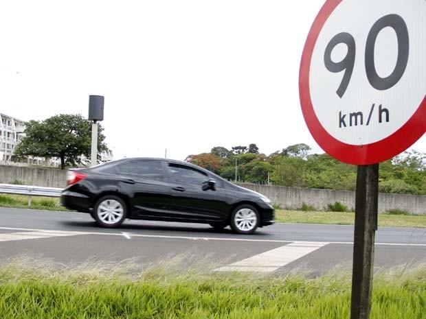 Radar instalado no KM 235 da Washingonto Luís (Foto: Fabio Rodrigues/G1)
