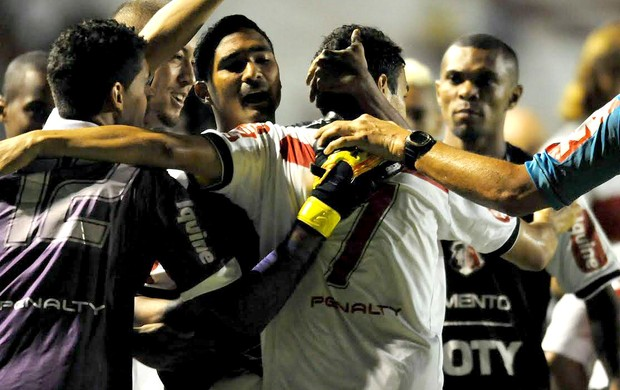 Memo Santa Cruz x Joinville Série B (Foto: Aldo Carneiro / Pernambuco Press)