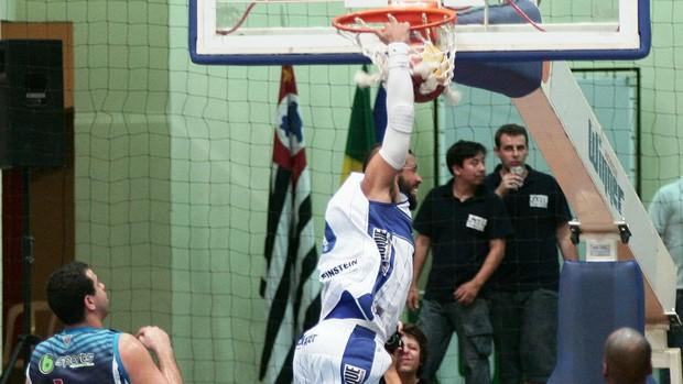 Limeira vence Rio Claro - Paulista de basquete (Foto: JB Anthero/Winner/Divulgação)