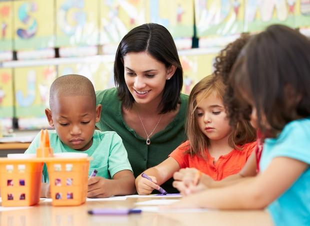 escola educação infantil professora alunos ensino  (Foto: Thinkstock)