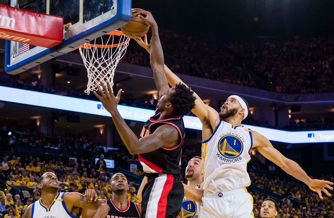 JaVale McGee Warriors x Blazers nba (Foto: Reuters)