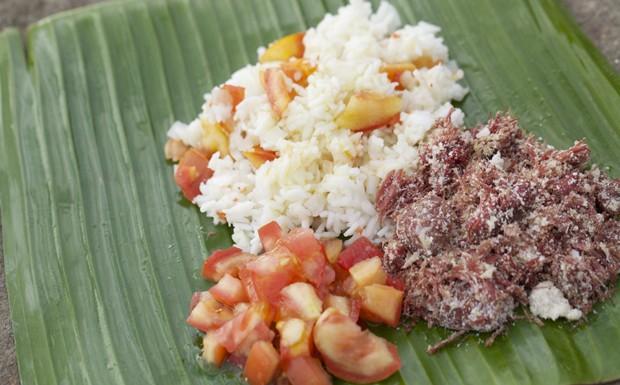 Comida de acampamento: aprenda a fazer arroz de saco e paoca de charque (Foto: Divulgao)