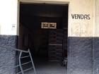 Com faca, ladrão invade loja, rende funcionário e rouba R$ 12 mil