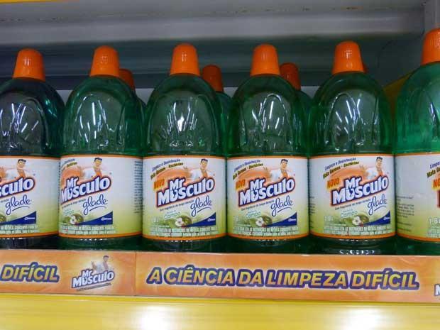 Com Mr. Músculo Limpador Perfumado sua casa fica limpa e perfumada por muito mais tempo (Foto: Sangue Bom/TVGlobo)