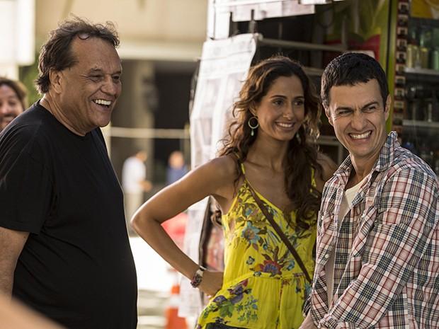 Dennis Carvalho dirige gravação com Gabriel Braga Nunes e Camila Pitanga (Foto: Inácio Moraes/TV Globo)
