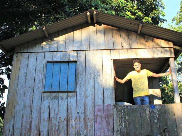 Cearense Marcos Lessa compôs músicas sobre o Acre e pretende gravar o CD na floresta (Foto: Arquivo pessoal)