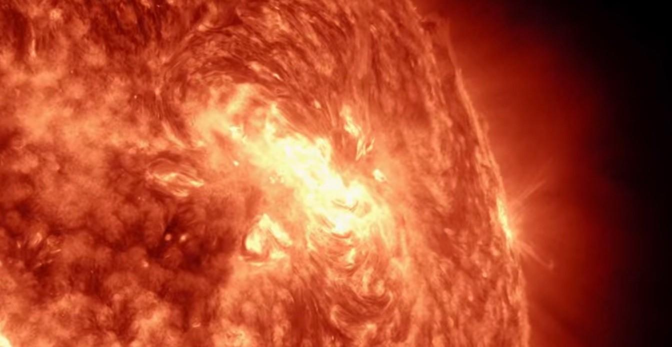 Mancha solar era 14 vezes maior do que a Terra (Foto: Reprodução)