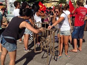 Mobilização começou por volta das 20h (Foto: Osvaldo Sagaz/Grupo RBS)