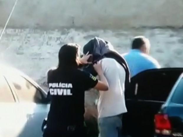 Menor é apreendido em Goiás durante ação que apura elo com terrorismo  (Foto: Reprodução/TV Anhanguera)