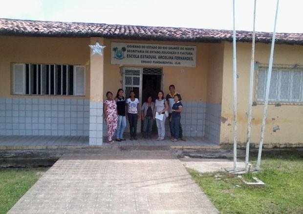 Professores estão sem alunas na Escola Estadual Arcelina Freitas, em Macaíba (Foto: Rosa Sales)