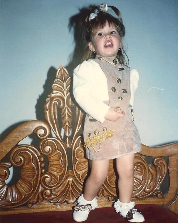 Minha mãe gostava de me vestir cheia de xuxinha, tipo paquita, conta Carla Casarim (Foto: Arquivo pessoal)