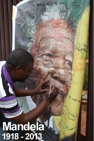 FOTOS: as homenagens a um  dos maiores líderes mundiais (Alexander Joe/ AFP)
