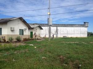 Presídio de Cruzeiro do Sul passou por dedetização (Foto: Genival Moura/G1)